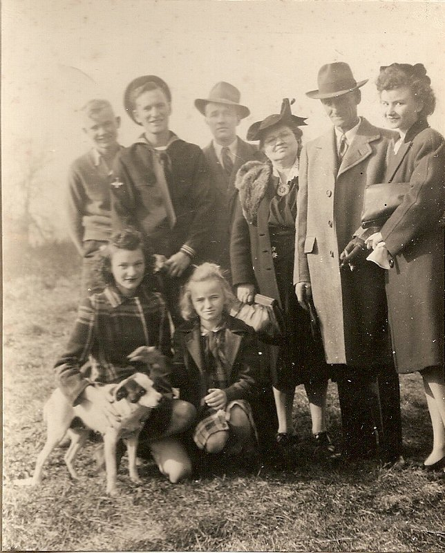 Dudley Phillips and family 1942